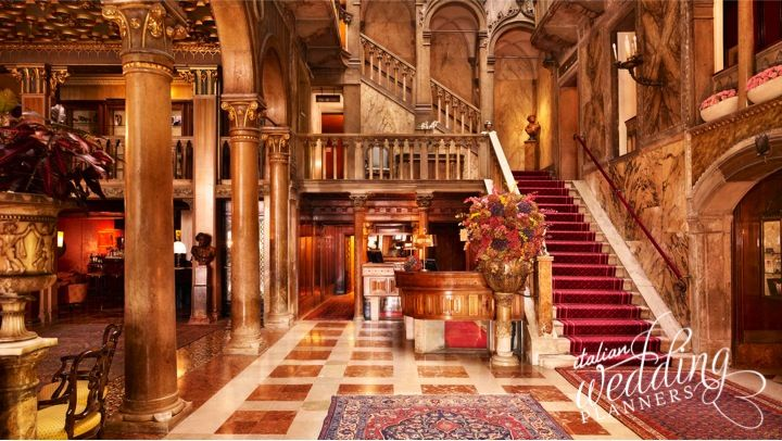 This period palace is a magnificent location for your wedding in Venice, featuring of architecture dating from 14th century with hand-made Murano glass chandeliers, wonderful ornate ceilings, majestic staircase and original elegant elements.