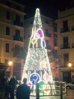 Árbol en la plaza del Doctor Collado de Valencia. #Valencia #árbolnavidad #Navidad2015