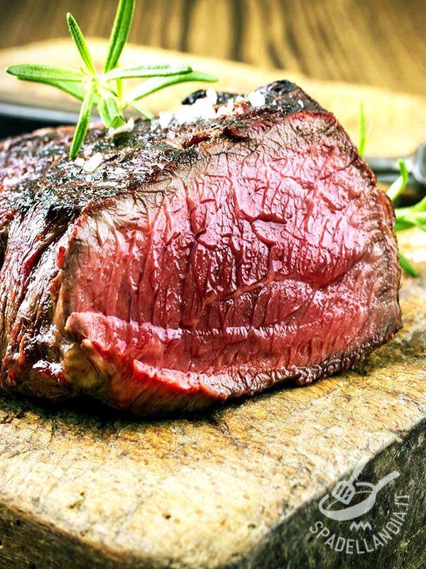 Chi dice Roast-beef dice bontà allo stato puro! Il Roast-beef in crosta di sale vi consente di mantenere la carne tenera, succosa ma senza grassi.