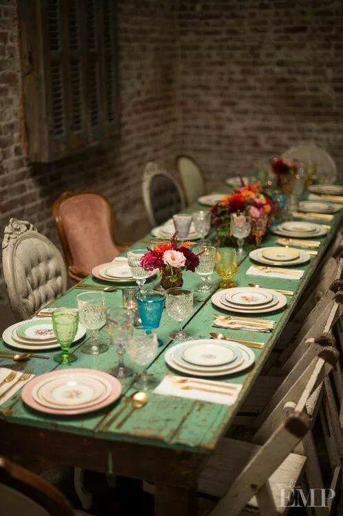 "Lovely vintage decor... Dining... Green... Peach... Blue... ""Love! Love! Love!"""