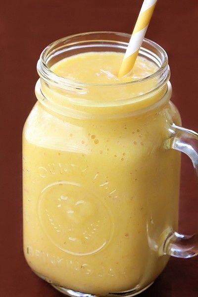 1 1/2 tazas de cubitos de piña fresca - 1 plátano - 1/2 taza de yogur griego - 1/2 taza de hielo - jugo de piña 1/2 taza. Esto es como Orange Julius en los esteroides! ...