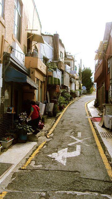 Una típica calle vieja de Busan-Corea del Sur