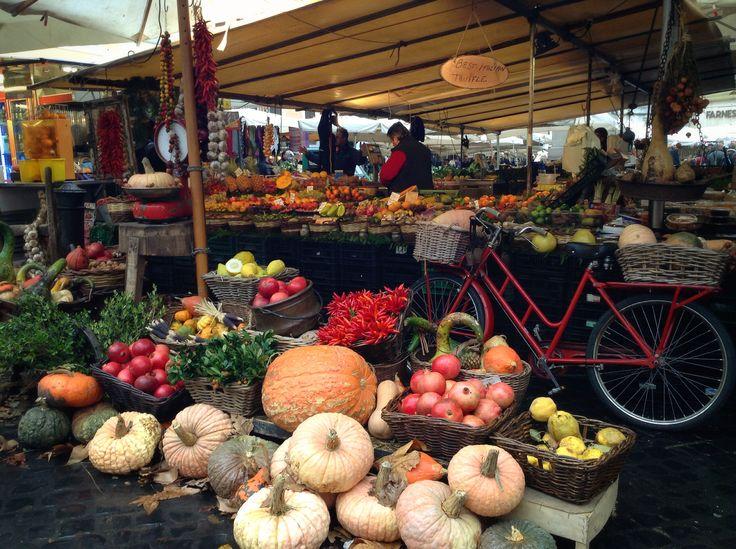 Campo de' Fiori market Rome - Hotel San Francesco
