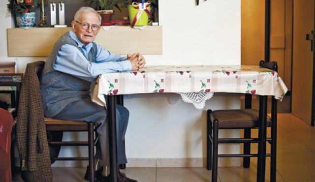 Holocaust survivor revives Jewish dialect by translating Greek epic - NewsIsrael News - Haaretz Israeli News source