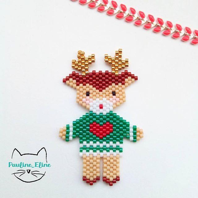 Un petit coup de Noël !!! Un renne avec un pull de saison, genre #uglysweater #jenfiledesperlesetjassume #noel #christmas #rennes #miyuki #rudolph #rudolphtherednosedreindeer #reindeer #brickstitch #motifpauline_eline #perleaddict