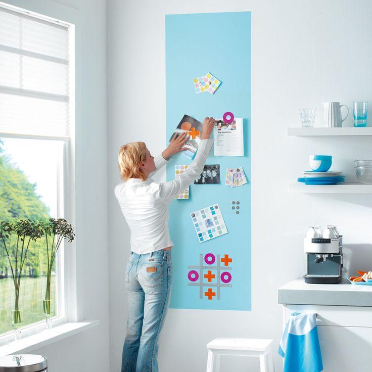 Einfacher kann man Fotos nicht an die Wand pinnen: Mit Magnetfarbe!