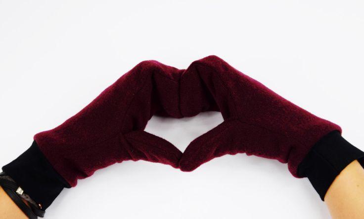Zima za pasem, czas na radykalną zmianę garderoby z letniej na jesienno-zimową.   Ciepłe, wełniane rękawiczki idealnie sprawdzą się w chłodne zimowe dni. Wykonane z wełnianej dzianiny są ciepłe i...
