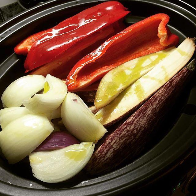 Descubre todos los secretos de la cocina en slow cooker con estos 12 recopilatorios con recetas y trucos para cocinar en Crock Pot u olla de cocción lenta.