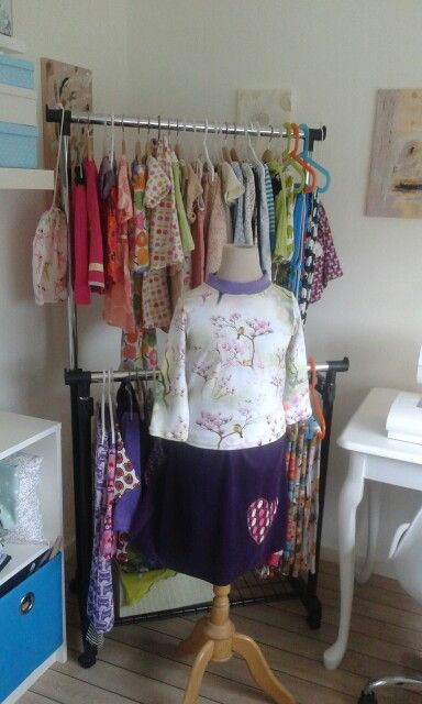 T shirt size 116 and skirt size 122. Se mere and bye on My Facebook site : By Kris & Nic