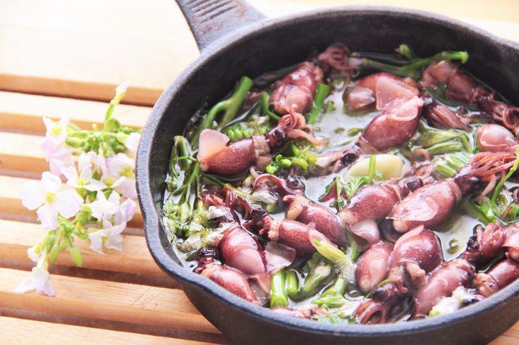 オシャレなのに簡単!    ホタルイカと菜の花のアヒージョ - お魚レシピ.com