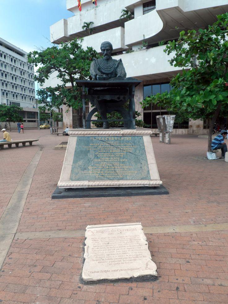 Plaza Cervantes. En Homenaje a Miguel de Cervantes Saavedra.