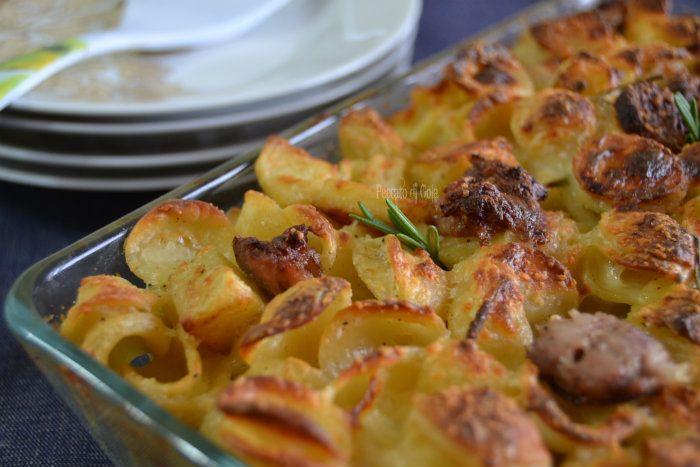 Pasta patate e salsicce al forno, piatto unico