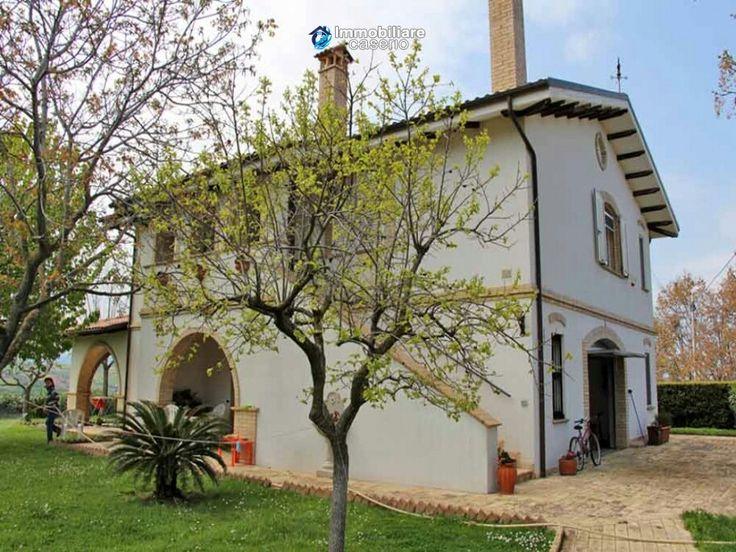 #Villa #appartements #vente #MoscianoSantAngelo #Teramo #Abruzzes #Italie #Immobilier #immobiliarecaserio.com #resources.immobiliarecaserio.com