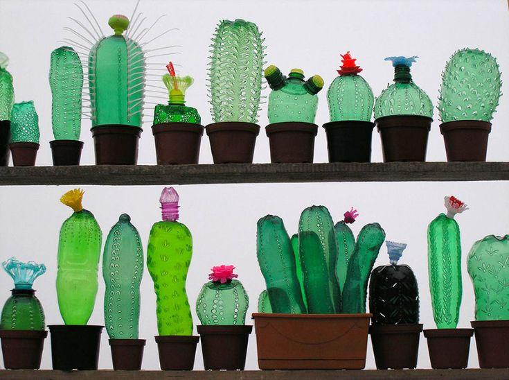 Veronika Richterová fait déforme grâce à la chaleur et fait fondre des bouteilles en plastique classique pour créer des sculptures semi-transparentes.