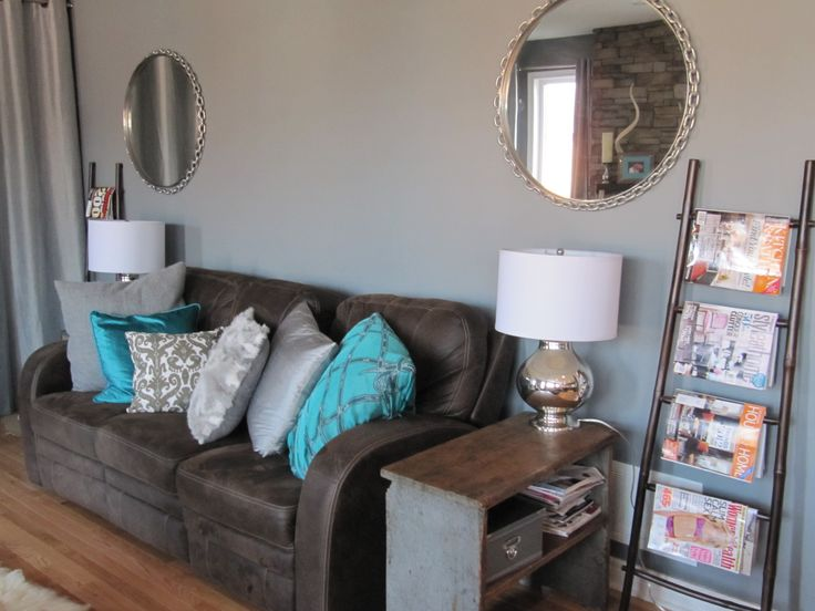 Chain linked mirrors flank the sofa.