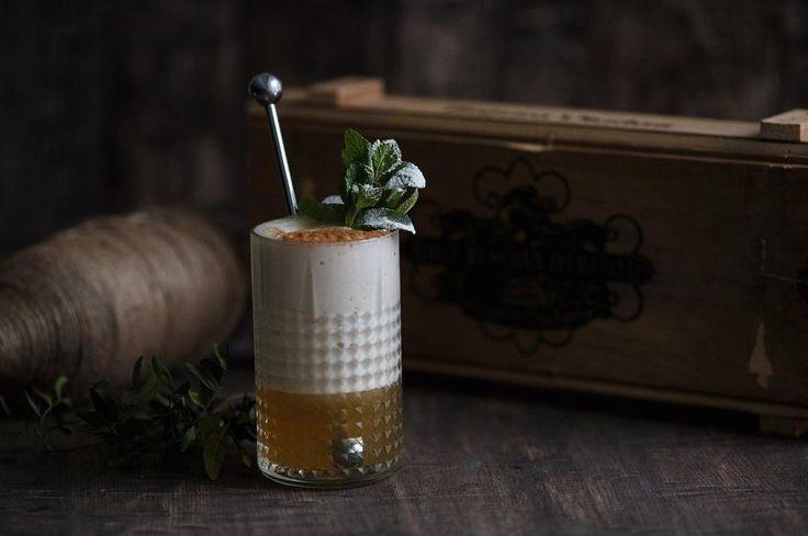 Мы любим и умеем делать коктейли ) Будь то, ваш день рождение или свадьба, ну да ладно, перейдем к сути поста🌚 Наш постоянный мастер @barmejster со своим коктейлем «Пьяный Роджер/Drunk Roger» Пряный ром-40 мл/Сироп «Argento» ваниль-15мл/Сок лайма-15мл/Светлое пиво-100мл🍺 Способ приготовления : Бленд 🌪