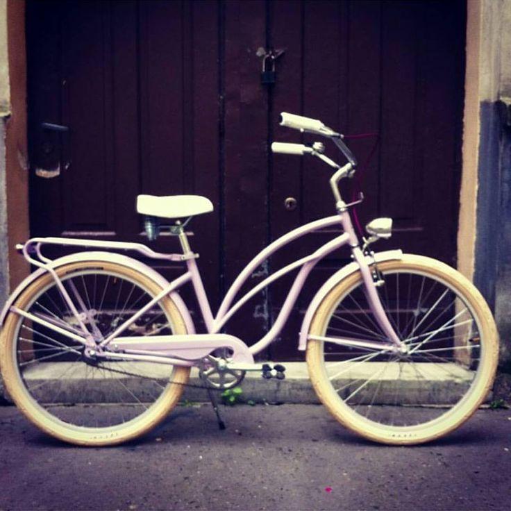 Bicicleta para mujer perfecta para paseos  Mas modelos disponibles en nuestra tienda FavoriteBike en www.favoritebike.com BICICLETA BON BON ROSA http://favoritebike.com/shop/beach-cruiser/bicicleta-bon-bon-rosa/  #cruising #beachcruiser #bike #bicicletaurbana #depaseo #pink #cycling #velo #summer #women #fashion #chic #design #girl #favoritebike #instamood #cyclingchic #ciclismo #bicycling #fixed #bicicletas #new…