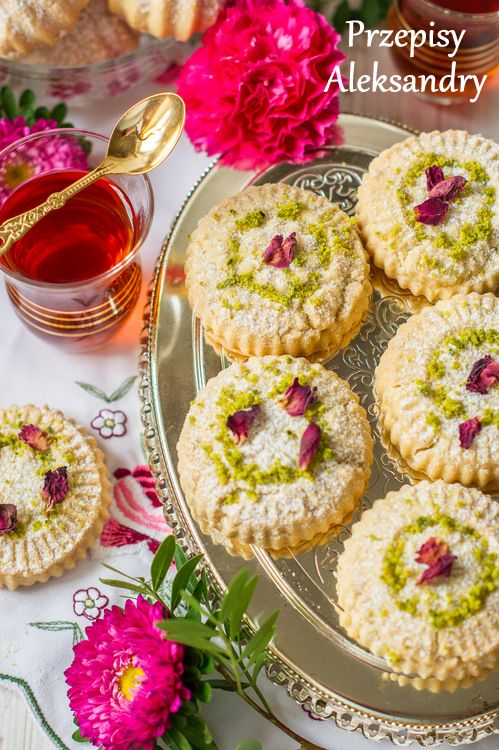 Przepisy Aleksandry: MA'AMOUL CIASTECZKA Z PISTACJAMI (maamoul cookies with pistachios and rose water)