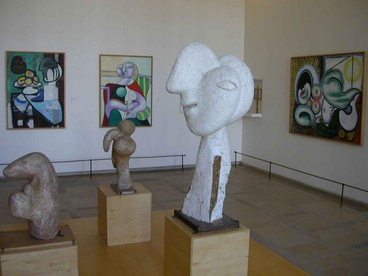 Une tête en cube, ça n'existe pas. Des hommes minotaures non plus ? Non plus. Sauf peut-être dans le nouveau musée Picasso, celui qui vient de rouvrir à Paris, à seulement 1/4 d'heure de votre hôtel à Paris. L'équipe du Jack's vous conseille un petit tour arty dans ce très grand musée européen dédié au maître Picasso ! http://jacks-hotel.com/fr/actualites-jacks-hotel/le-nouveau-musee-picasso