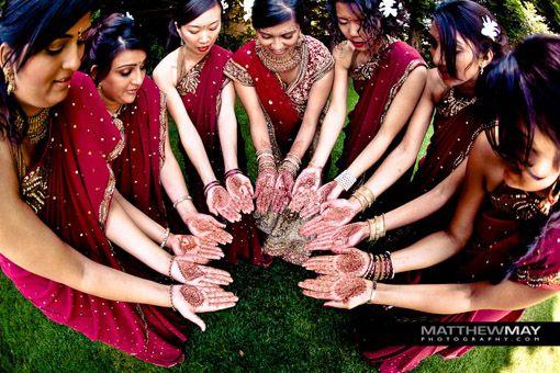 Love this placement of mendi hands - great bridesmaid group shot #bridesmaids #bridesmaiddresses