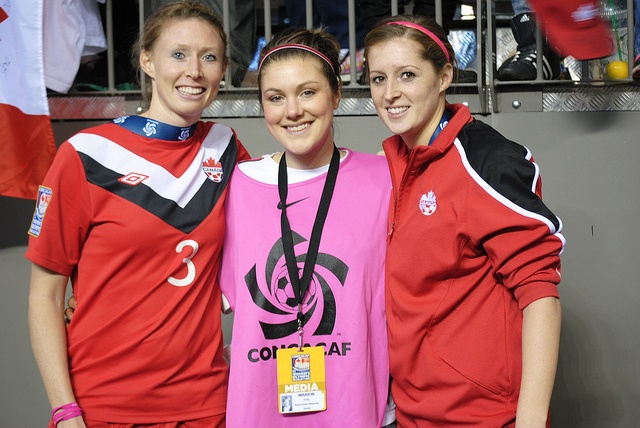 Soccer - 11 years of my life - I miss it so much. Nice to get to hang with the Canadian Women's Team at #CONCACAF 2012