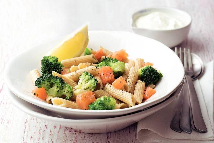 Kijk wat een lekker recept ik heb gevonden op Allerhande! Penne met zalm en broccoli