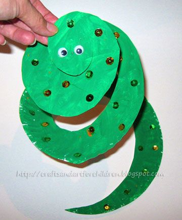 How to make a paper plate snake using sequins and another method using sponge painting. Fun book to go along with this craft.