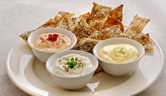 Los dips para untar son un excelente complemento en una picada. Con algunos ingredientes y poco trabajo podemos prepararlos. He aquí algunas...