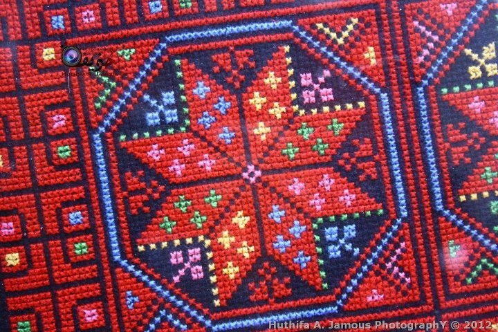 embroidery detail from https://www.facebook.com/photo.php?fbid=339920352760824=a.331189750300551.78300.128808107205384=1=nf