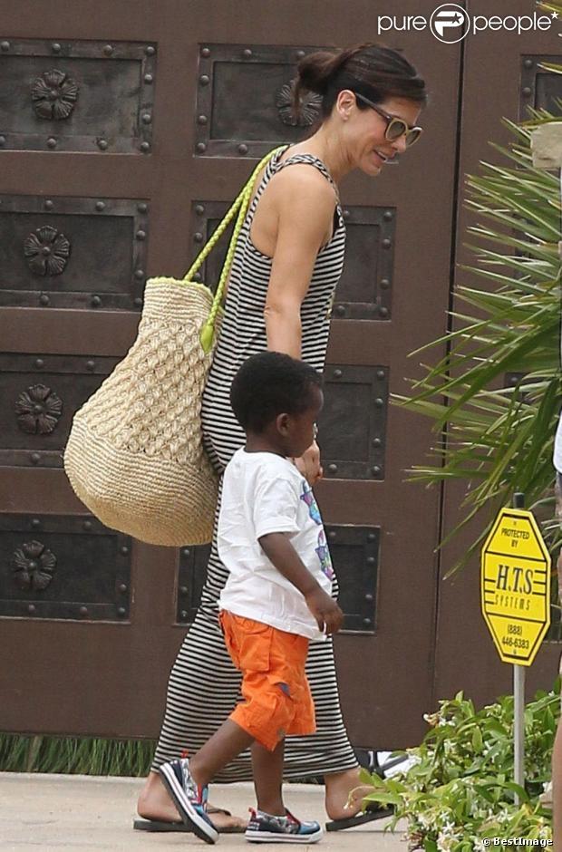 Sandra Bullock se rend à lanniversaire de Willow Hart, la fille de la chanteuse Pink, à Malibu, le 2 juin 2013.