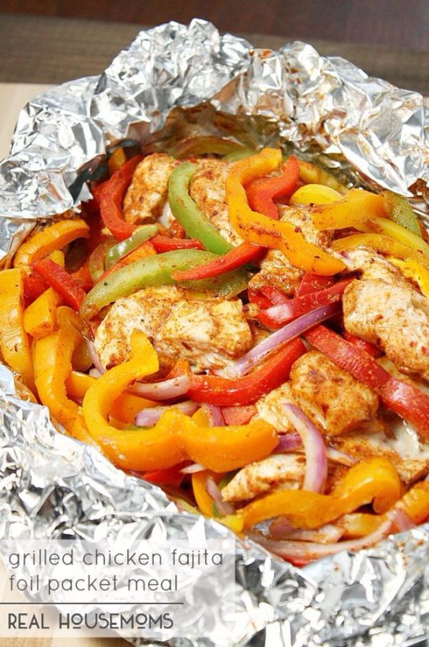 DIY Tin Foil Camping Recipes - Chicken Fajita Foil Packet Meal - Tin Foil Dinners, Ideas for Camping Trips and On Grill. Hamburger, Chicken, Healthy, Fish, Steak , Easy Make Ahead Recipe Ideas for the Campfire. Breakfast, Lunch, Dinner and Dessert, Snacks