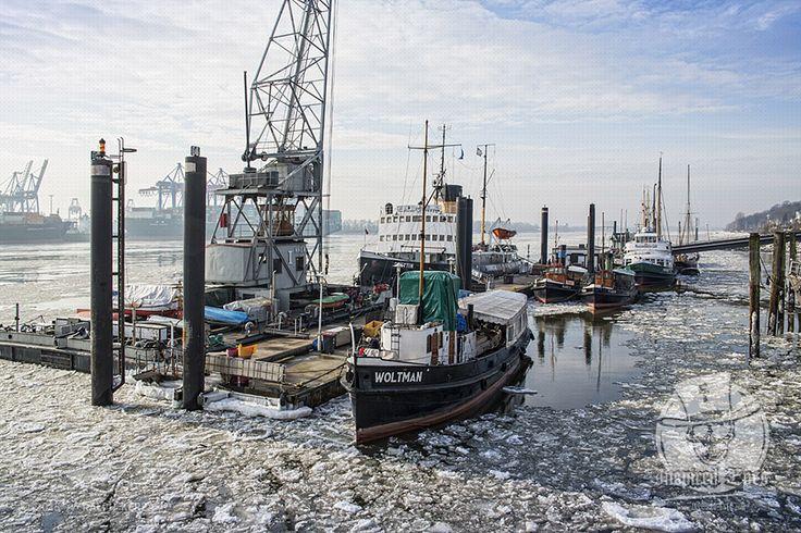 Maritim // #Hafen #HamburgerHafen #Hamburg #Traditionsschiffe #Schiffe #Museumshafen #Oevelgönne #Fotografie #Winter #Fotografie #Fotograf #Photography #MeerART / gepinnt von www.KERPA.com