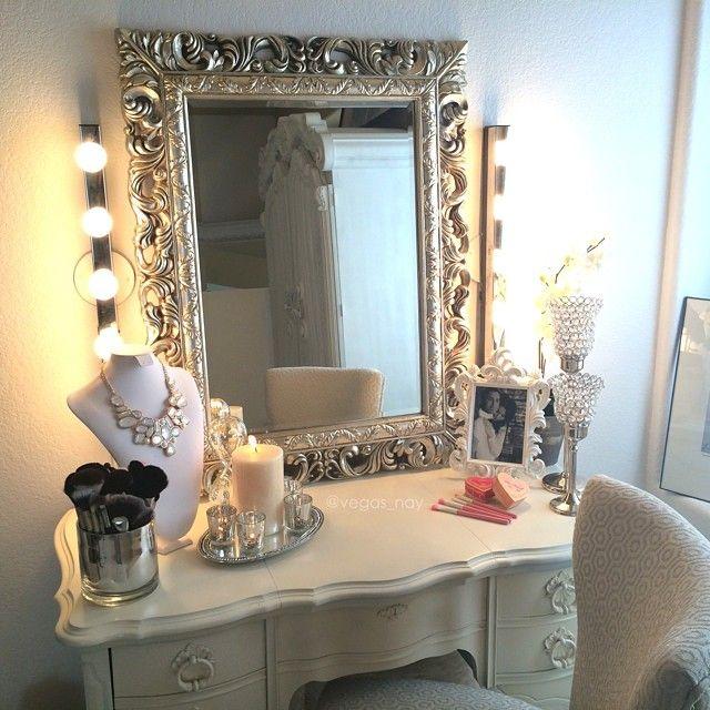 best 25 antique makeup vanities ideas on pinterest. Black Bedroom Furniture Sets. Home Design Ideas