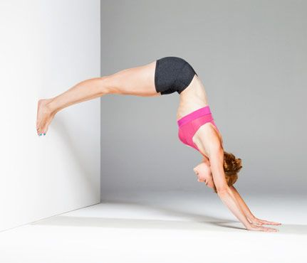 No-Equipment Sculpting Moves: Pike Position. Works shoulders, triceps, back, abs. #SelfMagazine