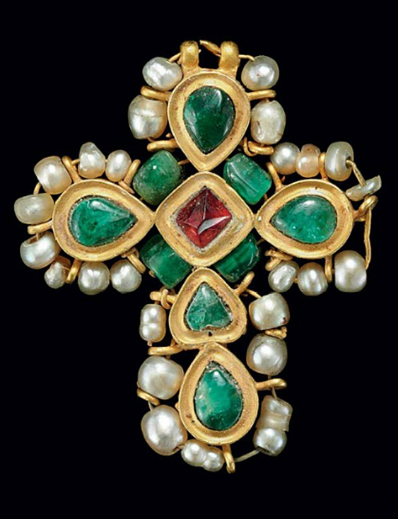 A BYZANTINE GOLD, PEARL, EMERALD AND SPINEL CROSS CIRCA 6TH-EARLY 7TH CENTURY…