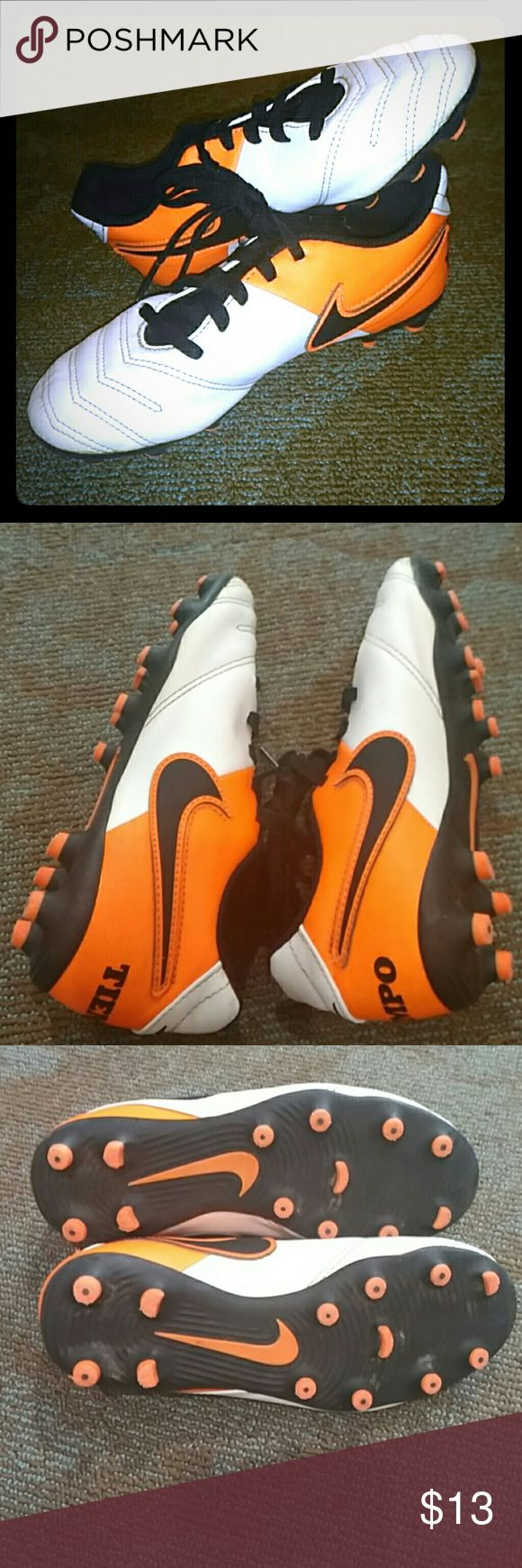 Boys Nike Tiempo soccer cleats Great shape! Little boys Nike size 1.5 soccer cleats. Nike Shoes Athletic Shoes