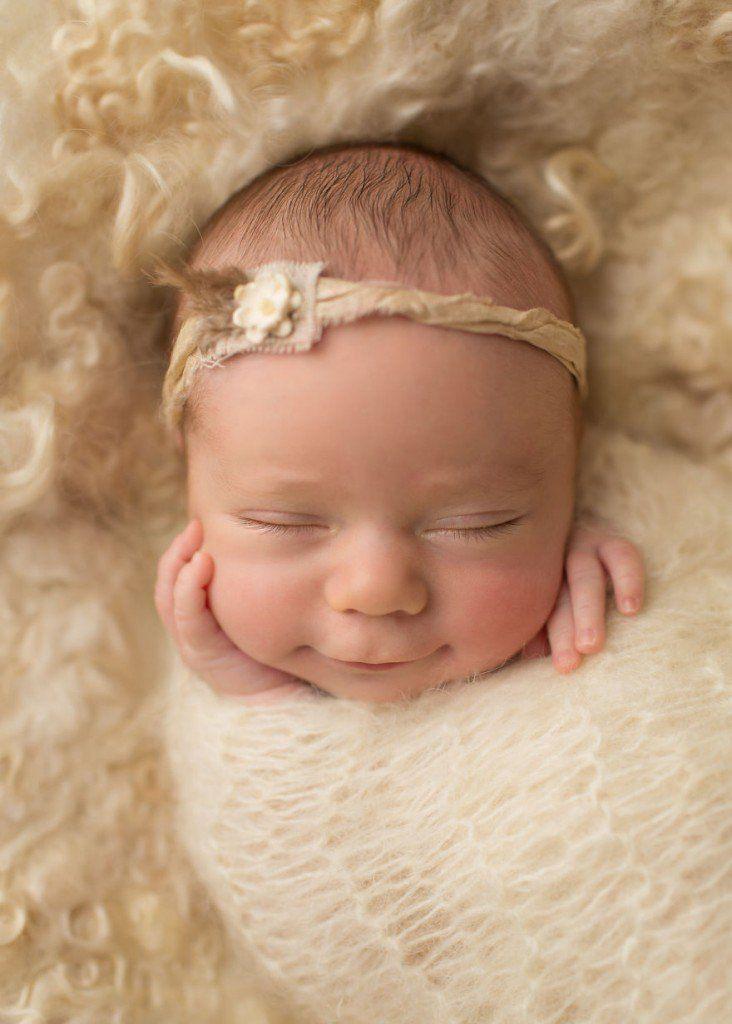 Fotógrafa captura sorrisos de bebês recém-nascidos | Estilo