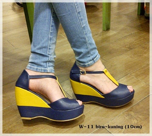 Wedges -- mix blue yellow -- heels 10cm  IDR 210.000