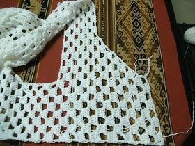 Dos Ch alecos a crochet         Chaleco blanco realizadoen hiloalgodón, laterminaciónhice 2 vueltas de media vareta o punto medio alto...