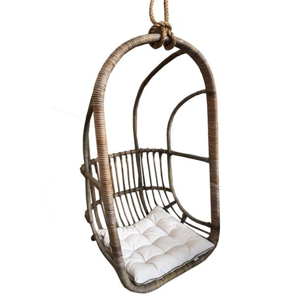 Deze rotan hangstoel heeft een naturel kleur en is perfect om te hangen met het jute touw. De hangstoel is maar liefst 67 cm breed, 63 cm diep en de hoogte is 1