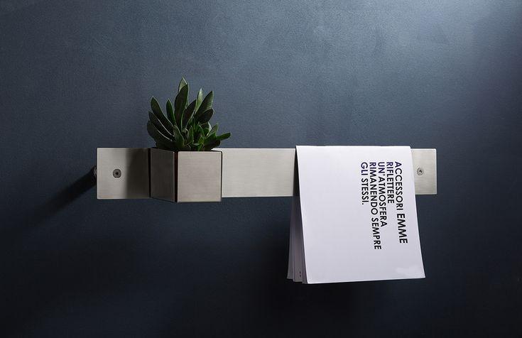 Minimal ma mai banali. Gli accessori EMME fanno della loro semplicità ed immediatezza la chiave di lettura per potersi collocare in ogni contesto.