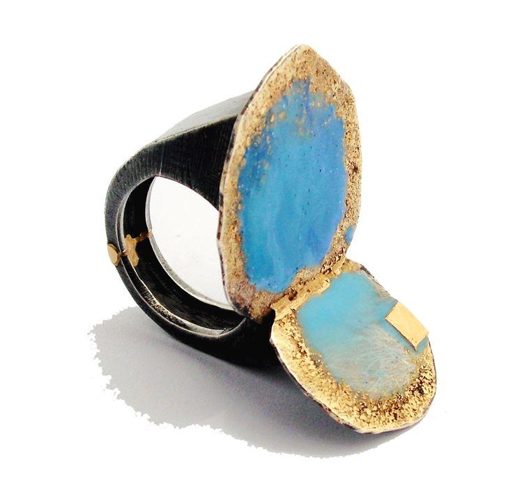 """Susanna Baldacci   anello """"casa al mare"""" anello - argento ossidato, oro, resina, pigmenti."""