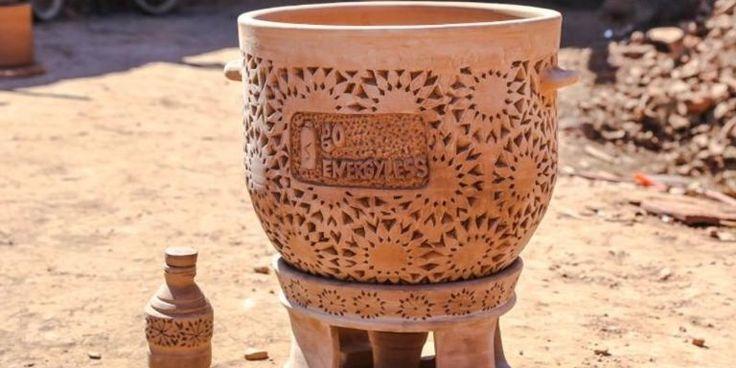 Au Maroc, une start-up vend le « frigo du désert » sans électricité En savoir plus sur http://www.lemonde.fr/afrique/article/2016/12/05/au-maroc-une-start-up-vend-le-frigo-du-desert-sans-electricite_5043753_3212.html#HH0d0muCERoqPr6Y.99