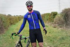 New The Epic is an aggressively cut jersey perfect for CX racing and training. The jersey is made from a slightly heavier performance fabric than our long sleeve À bloc range. The 4-way stretch fabric is breathable, quick drying and provides a comfortable yet snug fit to minimise snagging. The arms have been specially shaped …