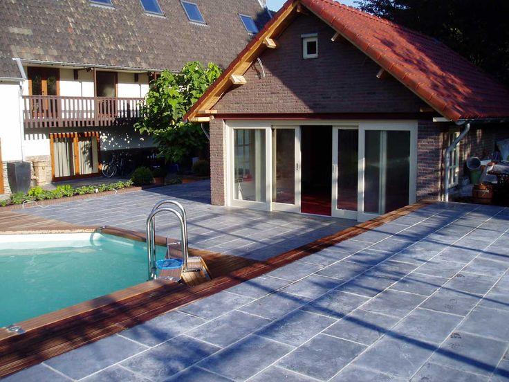 Aanleg achtertuin met natuurstenen keitjes door Tomasoa Bestratingen http://tomasoabestratingen.nl