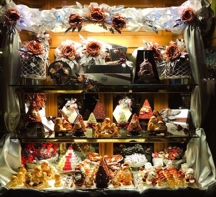 La navidad hecha de galletas y chocolates #dulce #decoracion