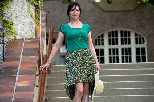 Free Sewing Pattern: High-Low Skirt. Waist Size(s) 91 cm-95 cm-99 cm. Zum Schnittmuster means download pattern. https://www.pattydoo.de/blog/2013/08/rock-selber-naehen/