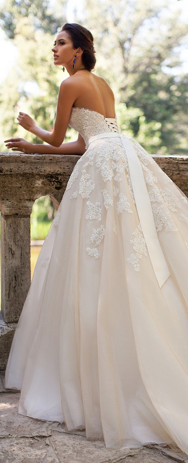 Cool Extravagant Wedding Gown Beautifully Designed For Princess Look