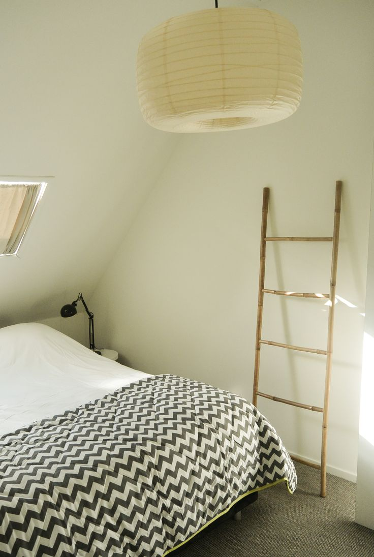 Appartement 1. Lampen (Ikea), sprei (Leenbakker), ladder (Xenos)