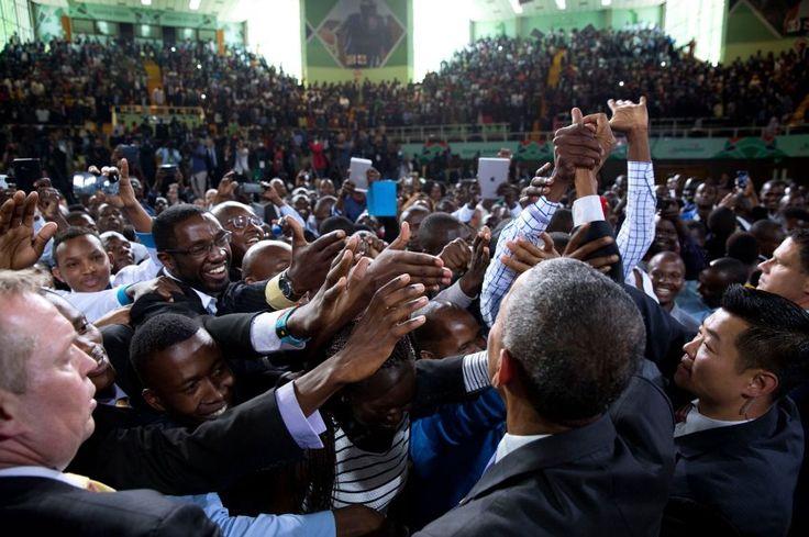 So umjubelt war Barack Obama meist nur zu Beginn seiner Amtszeit: Auftritt in der Safaricom Arena in Nairobi - aus Kenia stammt der väterliche Teil von Obamas Familie. Wird es 2016, im letzten Jahr seiner Präsidentschaft, mehr von solchen Jubelbildern geben?
